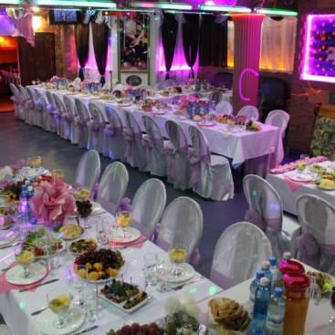 Большой зал в кафе Лавр