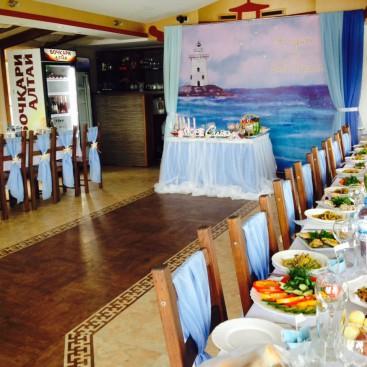 Джонка-ресторан на воде