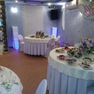 Малый зал в кафе Лавр