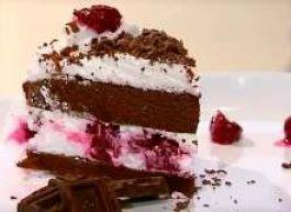 """Торт """"Шоколадный с клубникой и свежими фруктами"""""""