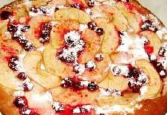 Бисквит с яблоком и клюквой