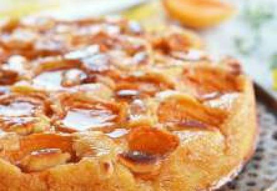 Бисквит с абрикосом и сливками
